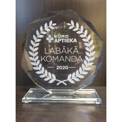 Stikla trofeja ar gravējumu